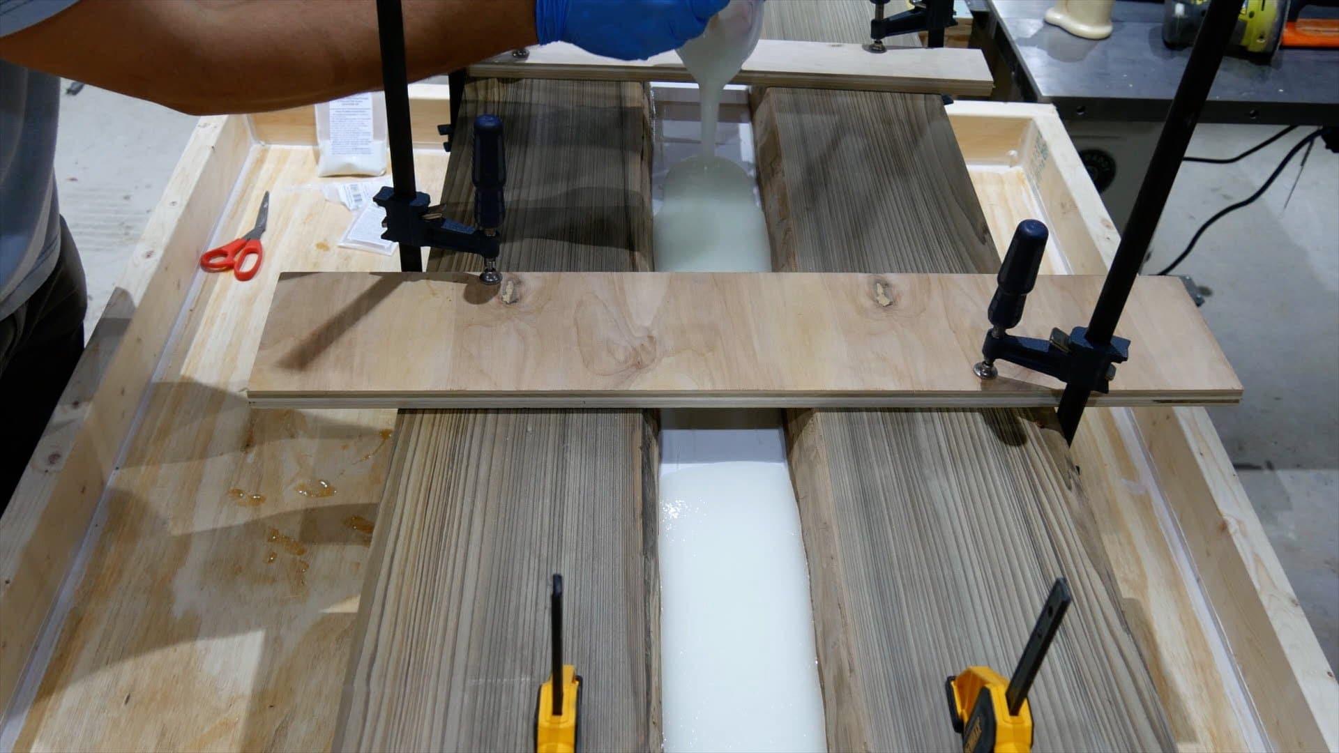 epoxy-resin-river-table-glowpowder_20171016_24