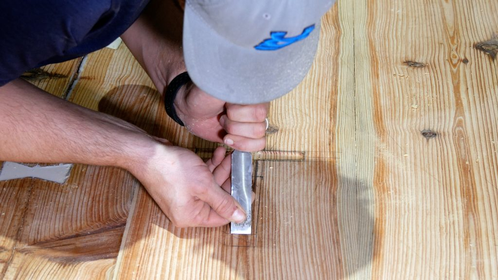 how to make a rustic table with epoxy resin - chisel inlay