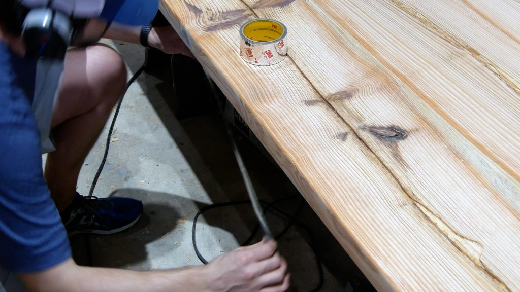 how to make a rustic table with epoxy resin - tape bottom