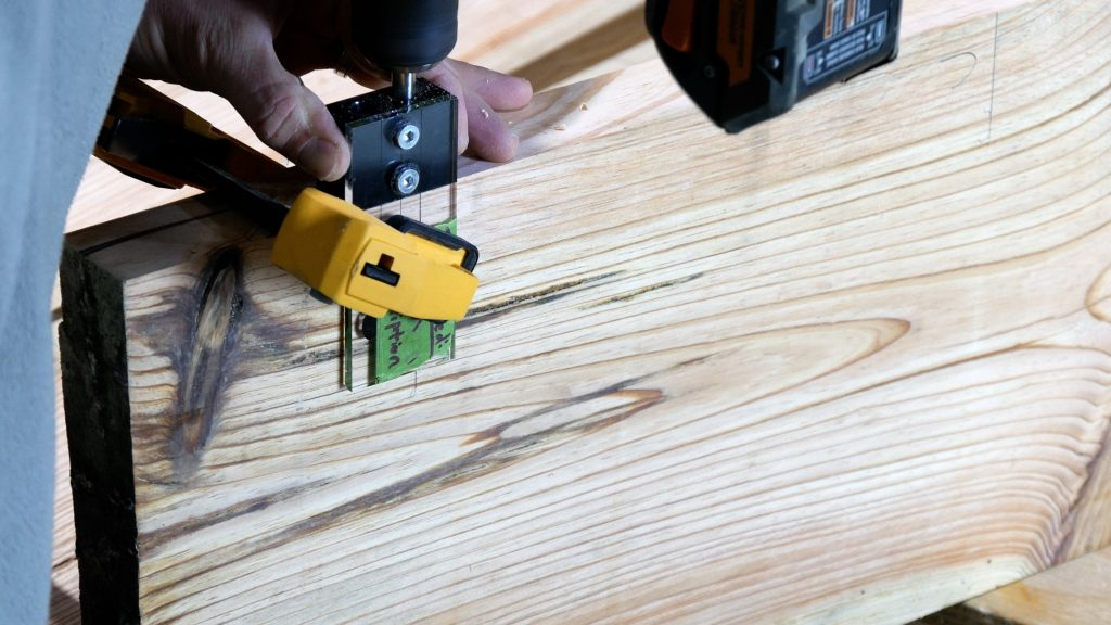 How to Make a Rustic Table with Epoxy Resin - Drill Dowels