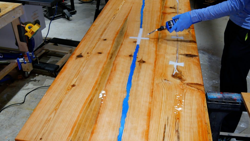how to make a rustic table with epoxy resin - flood coat torch to remove bubbles