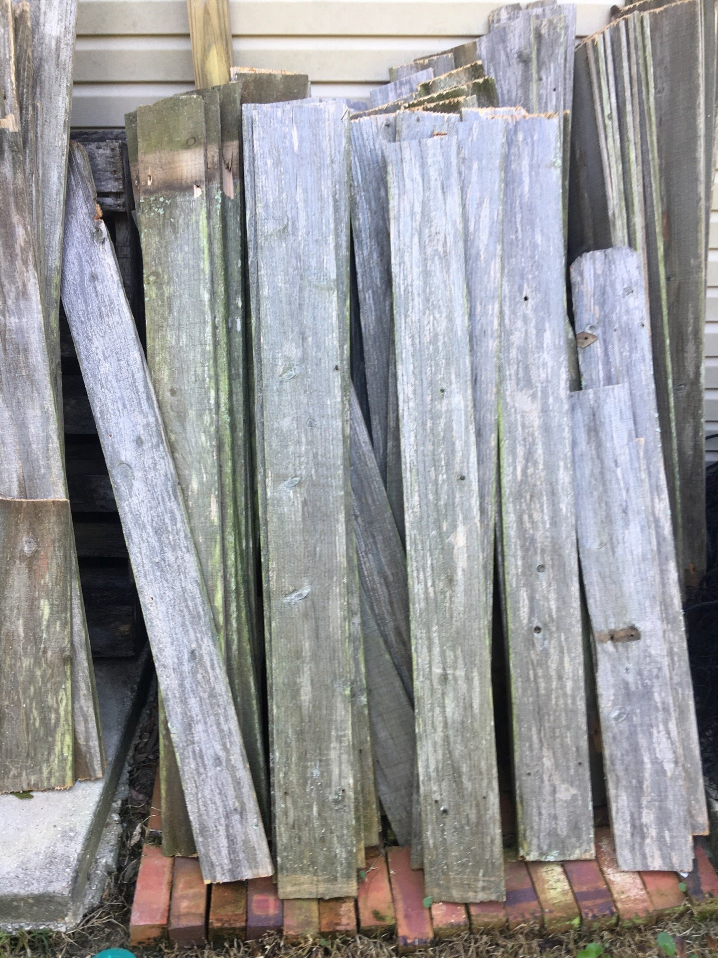 Do It Yourself Home Design: How To Use Old Fence Boards On A Wall